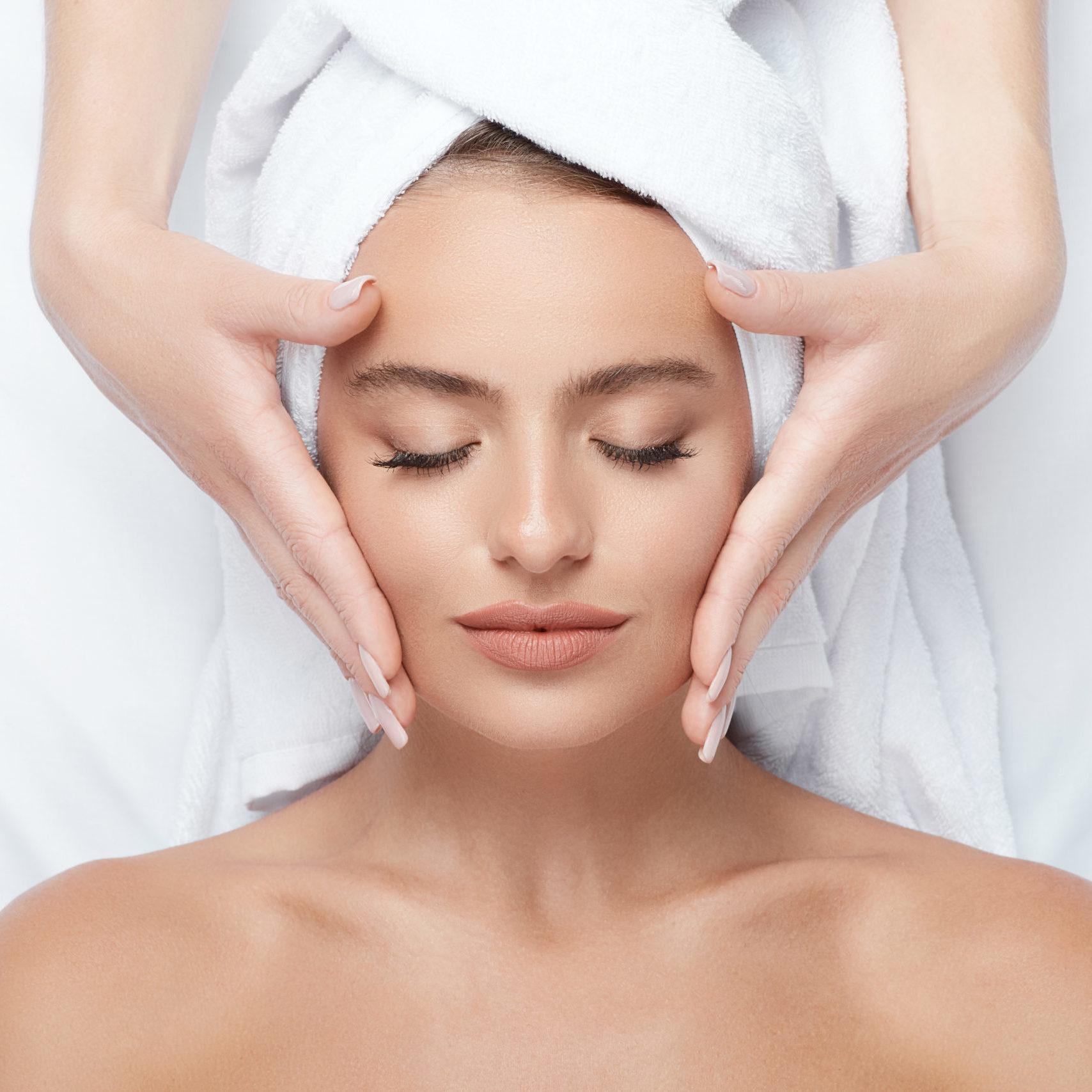 oczyszczanie twarzy i zabiegi złuszczające